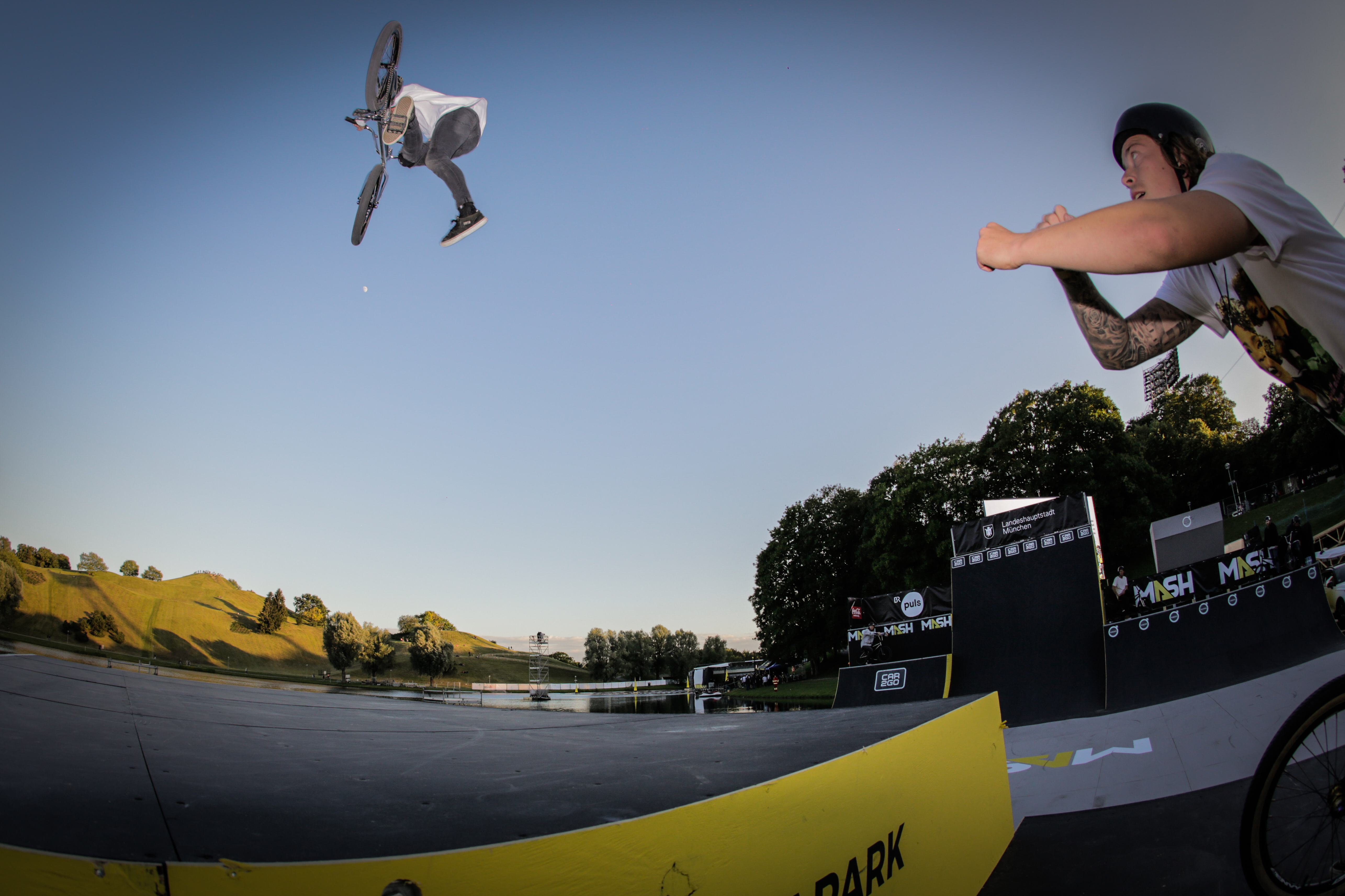 Moritz Löwentraut is flyer over the munich mash park at the ride further tour